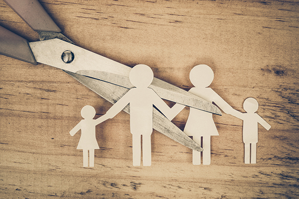 Scissors cutting paper cut of family / Broken family concept / d