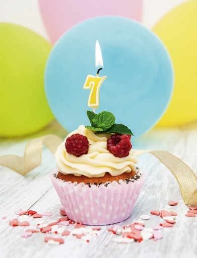 Cupcake with a numeral seven candle